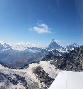 Vol dans les Alpes…